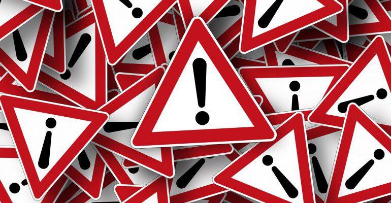 road-sign-663368_1920-820x400