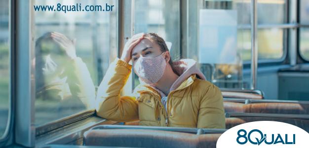 uma-jovem-em-um-transporte-publico-vazio-durante-a-pandemia_169016-3819